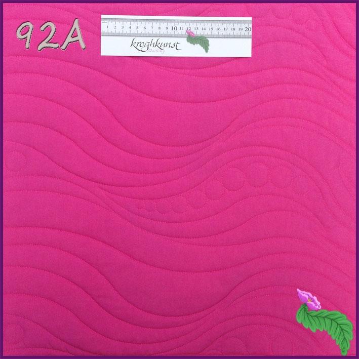 92 A - Smukt moderne motiv med bølger og cirkler. Motivet er det samme som mønster 91, blot større. Motivet kan blive større endnu